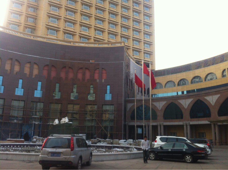 Front view of main entrance to the five star building of Qiniwak Hotel